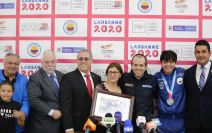 Diego Amaya presentó su histórica medalla olímpica de invierno