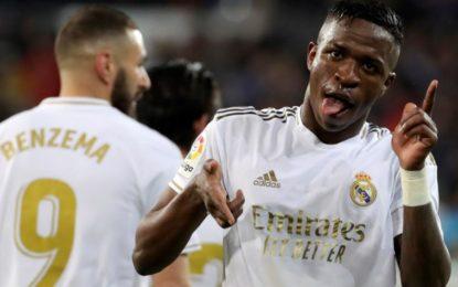 Real Madrid derrotó al Barcelona y recuperó el liderato de la Liga Española