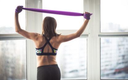 Los 5 mejores ejercicios con banda para quemar grasa