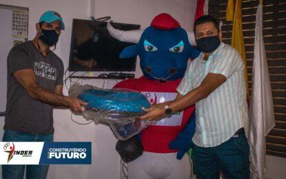 Club araucano recibió implementación deportiva