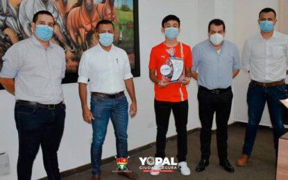 Destacado ciclista recibe reconocimiento del Alcalde de Yopal